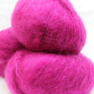Pelote-Pur-Mohair-ROSE-THYRIEN-2-Une-Ferme-a-la-Bassette
