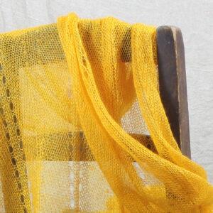 Écharpes tricotées fines