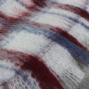 echarpes-tissees-mohair-soie-carreaux-beaujolais-blanc-rouge-une-ferme-a-la-bassette