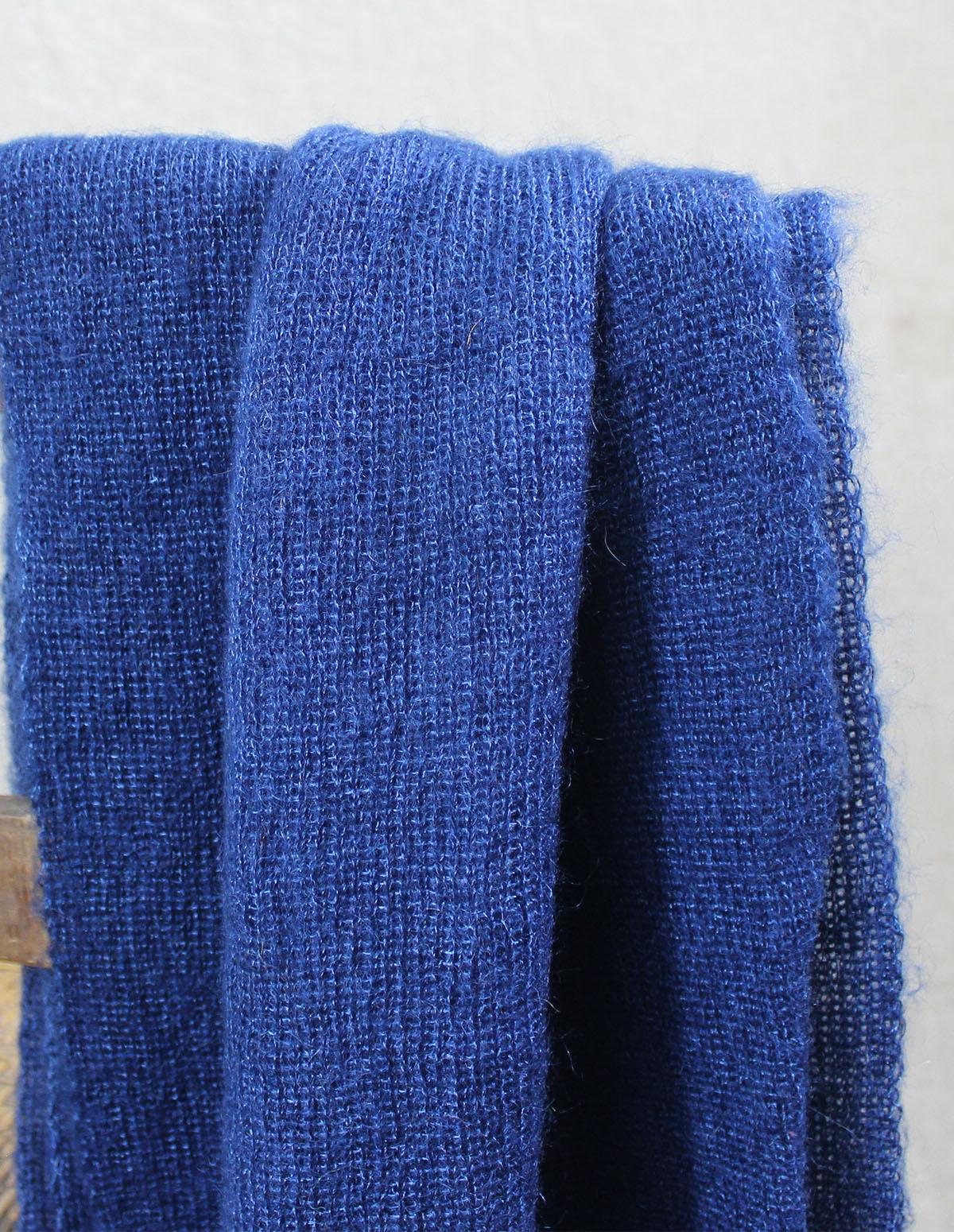 echarpes-tricotees-cote-mohair-soie-bleu-cobalt-une-ferme-a-la-bassette