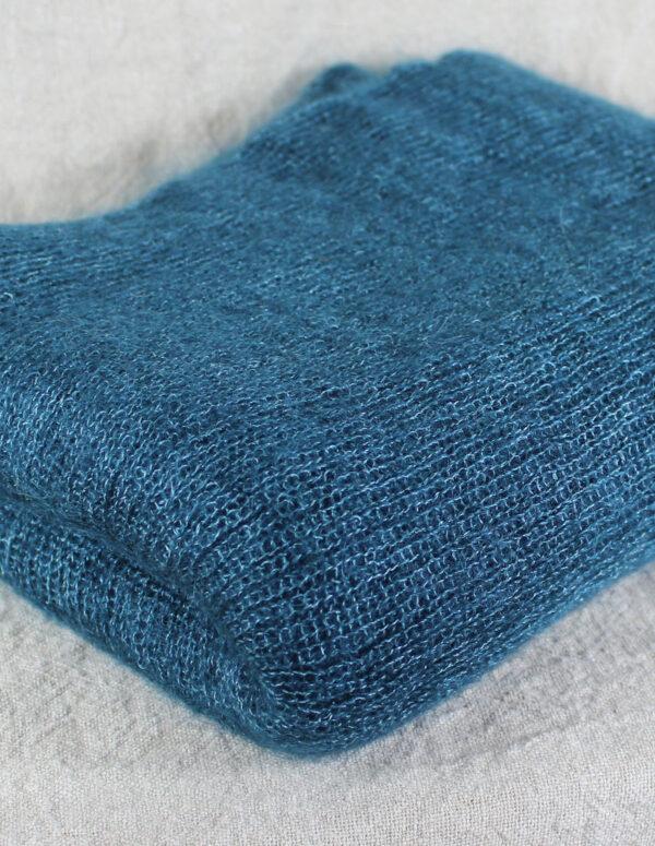 echarpes-tricotees-cote-mohair-soie-bleu-paon-une-ferme-a-la-bassette-1