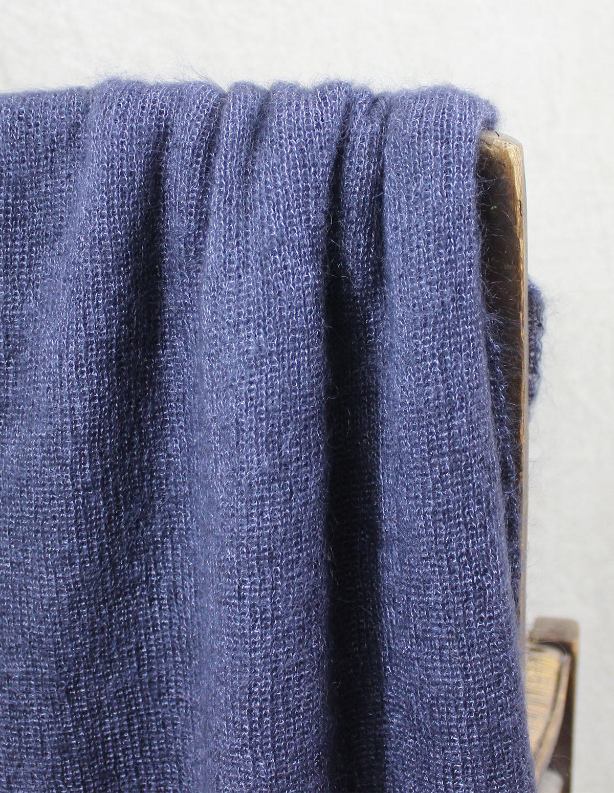 echarpes-tricotees-cote-mohair-soie-grise-ardoise-une-ferme-a-la-bassette