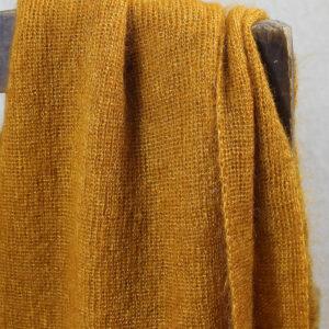 echarpes-tricotees-cote-mohair-soie-jaune-mais-une-ferme-a-la-bassette