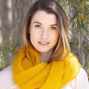echarpes-tricotees-cote-mohair-soie-jaune-soleil-une-ferme-a-la-bassette