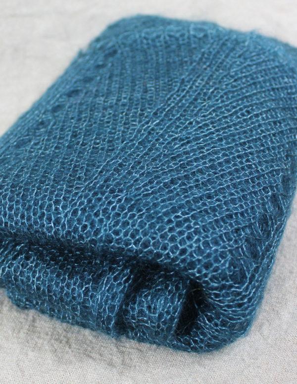 echarpes-tricotees-fines-mohair-soie-bleu-paon-une-ferme-a-la-bassette-3