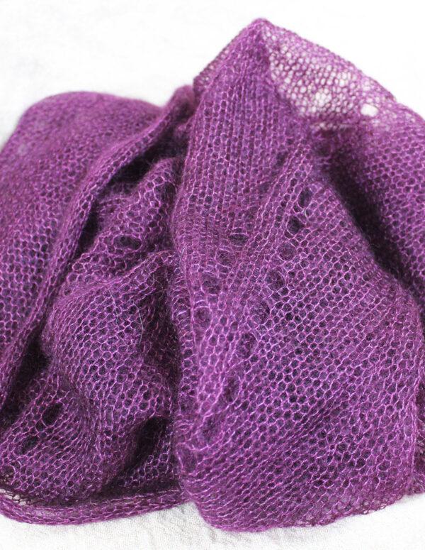echarpes-tricotees-fines-mohair-soie-violet-prune-une-ferme-a-la-bassette-2