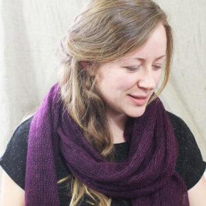 echarpes-tricotees-fines-mohair-soie-violet-prune-une-ferme-a-la-bassette